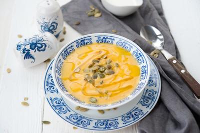 奶油南瓜汤用向日葵种子