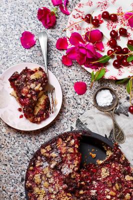 与巧克力燕麦脆皮巧克力樱桃蛋糕