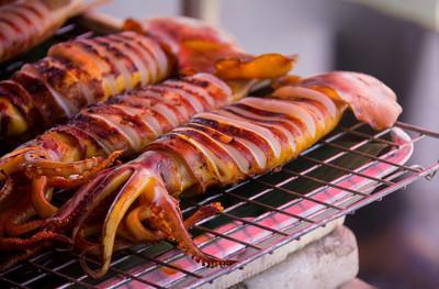 烤架上烤的章鱼