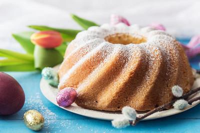 复活节的美味磅蛋糕。
