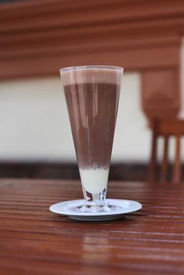 在一杯冷咖啡