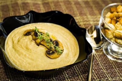 蘑菇奶油汤晚餐