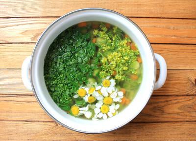 汤蔬菜汤配甘蓝