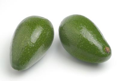 两个绿色鳄梨