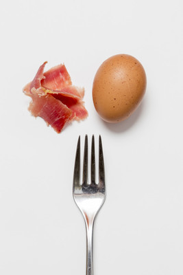 鸡蛋、 火腿和叉
