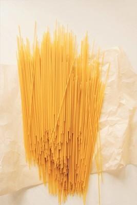 黄色的纸羊皮纸面食面条
