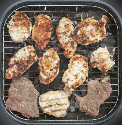 烧烤和肉上白色孤立