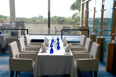 优雅的餐厅,表设置