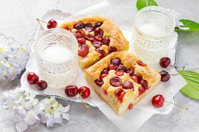 吃早饭的夏天意大利樱桃馅饼
