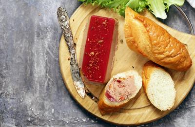 长方形的开胃菜美食酱鹅肝酱