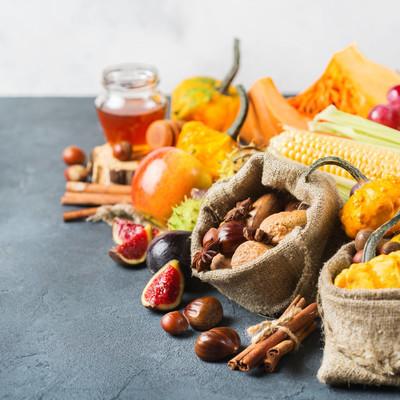 秋天秋天收获感恩节背景与南瓜苹果板栗玉米