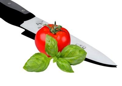 新鲜的西红柿,用刀