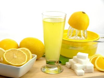 杯鲜柠檬果汁