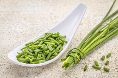 新鲜绿色韭菜