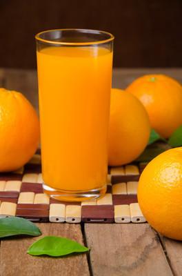 橙色水果和果汁