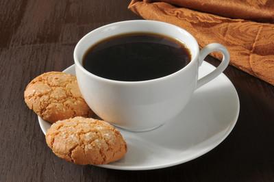 杏仁饼干和咖啡
