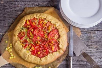 西红柿和玉米馅饼