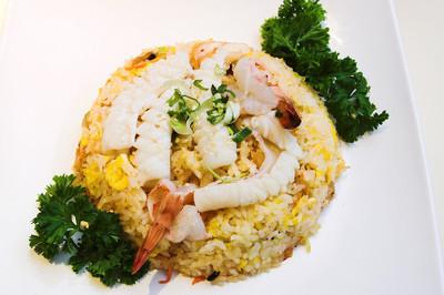 虾的美味的海鲜炒饭