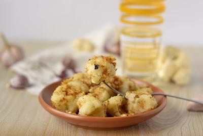 花椰菜烤面包粉和香料