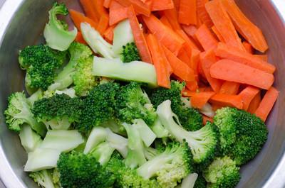 混合的蔬菜胡萝卜和花椰菜