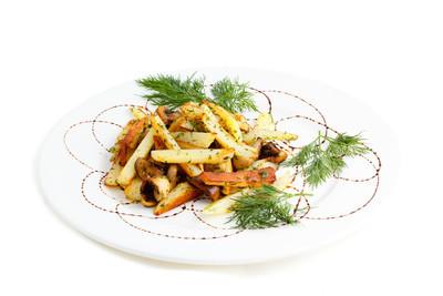 油炸的马铃薯炒蘑菇