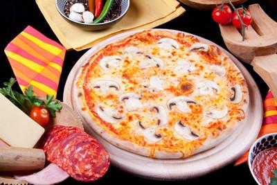 诗娜缇披萨