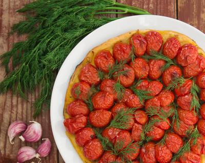 面包与西红柿和莳萝
