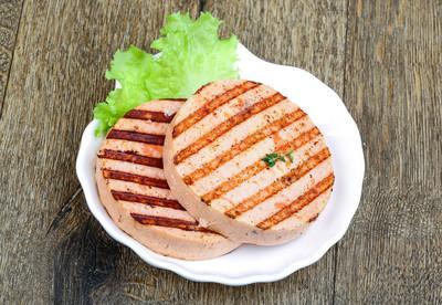 烤炸鱼饼后的 fishburger