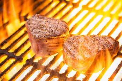 与火焰牛肉菲力牛排