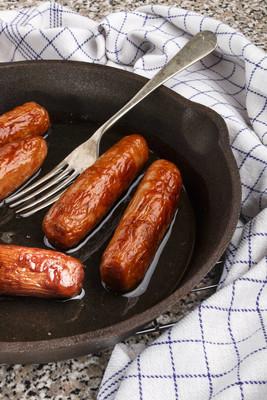 烤爱尔兰猪肉香肠在平底锅