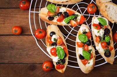 西红柿、 芝士、 橄榄法棍