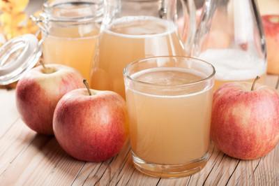 鲜榨苹果汁和苹果