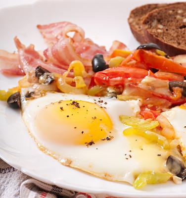 早餐配培根煎蛋