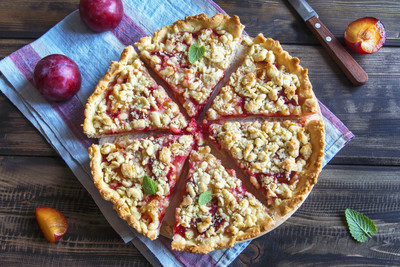 Plum crumble (pie)
