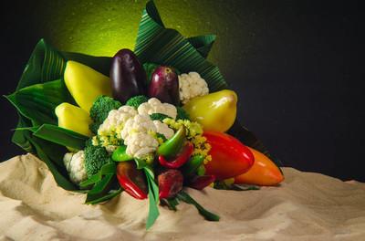 青椒、 辣椒、 大白菜蔬菜花束的照片