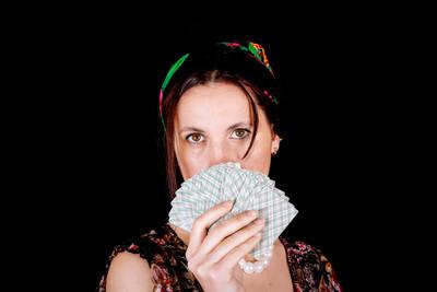 风扇的卡和神秘看的吉普赛女人