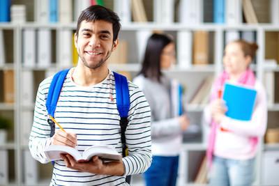 微笑大学学生