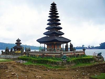 安玛塔拉普拉乌龙寺达努在巴厘岛, 寺上湖, 安玛塔拉普拉 Ulun 达努