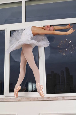 ballerina dance in studio ballet ballerina dance dancer flex flexible pointe