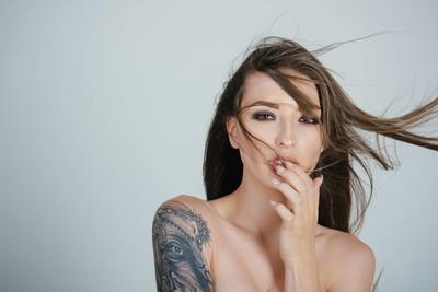 纹身的女人