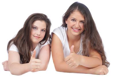 女性的两个女友
