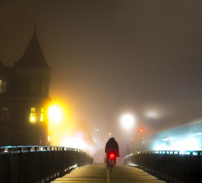 骑单车的桥上