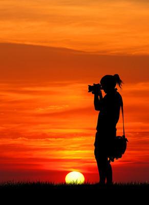 摄影师在日落
