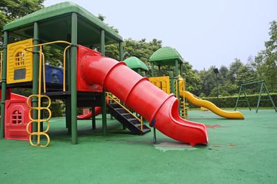 多彩儿童游乐设备