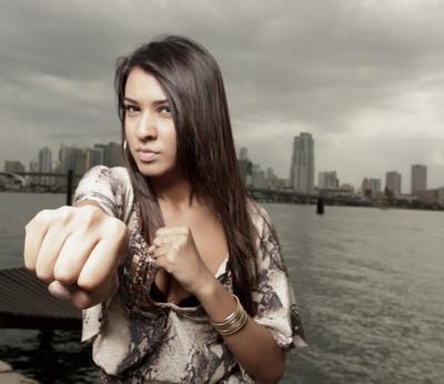女子投掷一拳