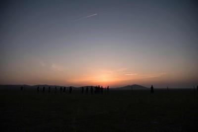 草原的日出日落