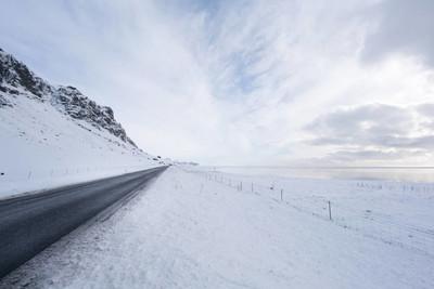 雪覆盖景观和道路