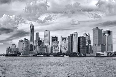 全景市中心曼哈顿在单色蓝调