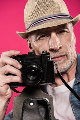 怀旧照片相机的人
