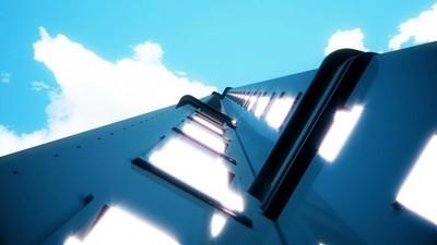 蓝色天空的现代摩天大楼